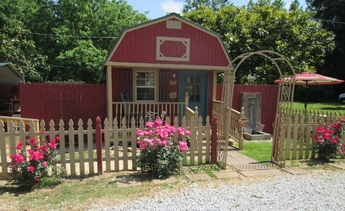 One of the pottery and jewelry showrooms on the Dirt Roads compound (photo courtesy of Dirt Roads Pottery)